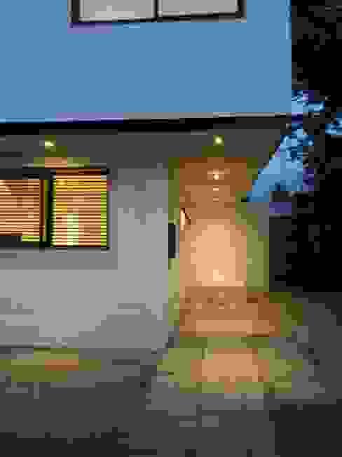 CASA BELLO HORIZONTE Garajes de estilo minimalista de [ER+] Arquitectura y Construcción Minimalista