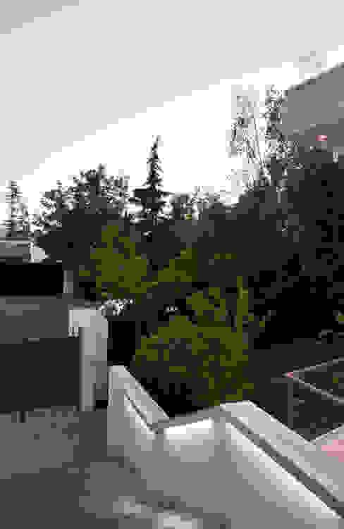 Ampliación y Remodelación de Casa Carreño en Vitacura, Santiago [ER+] Arquitectura y Construcción Pasillos, halls y escaleras minimalistas