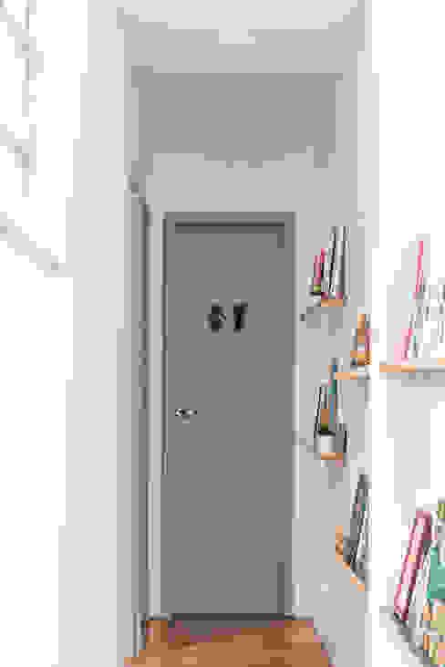 Pasillos, vestíbulos y escaleras eclécticos de INTERIOR - DECORAÇÃO EMOCIONAL Ecléctico