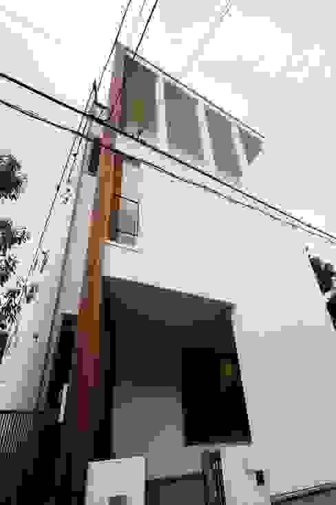 逆遠近法の家 の 前田敦計画工房 モダン