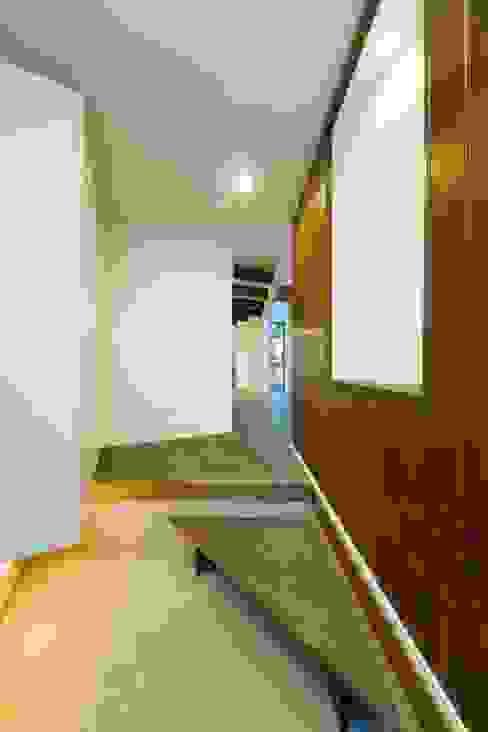 逆遠近法の家 モダンデザインの ドレッシングルーム の 前田敦計画工房 モダン