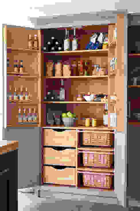 Raynham NAKED Kitchens Cocinas de estilo rural Madera Gris