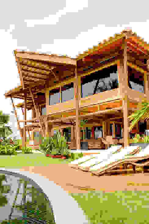 Rumah Gaya Rustic Oleh VERRONI arquitetos associados Rustic