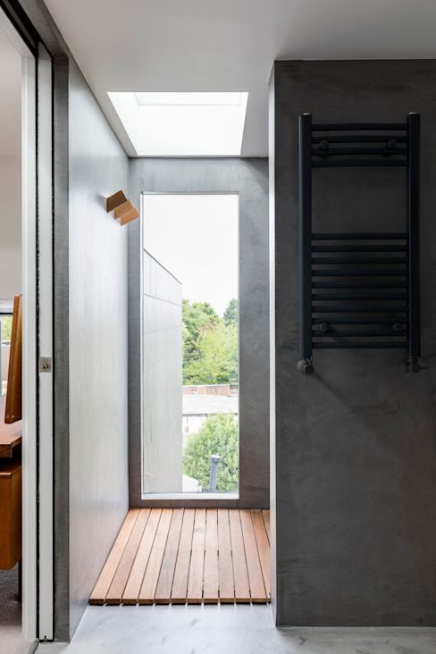 Dulwich Loft Conversation :  Bathroom by R+L Architect, Modern