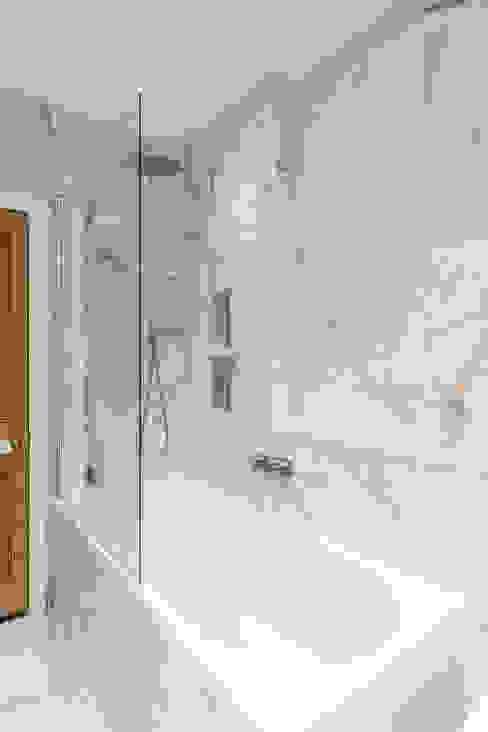 Barton Road Extension Modern bathroom by R+L Architect Modern