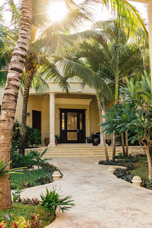DHI Riviera Maya Architects & Contractors Classic style corridor, hallway and stairs