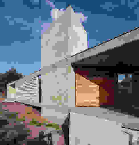casa entre arboles,: Casas de estilo  por BLTARQ  Barrera-Lozada