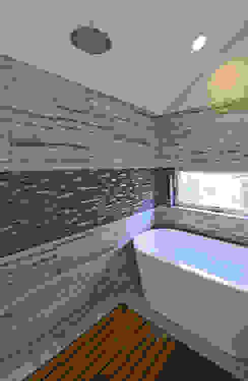 Phòng tắm phong cách hiện đại bởi ARCHI-TEXTUAL, PLLC Hiện đại