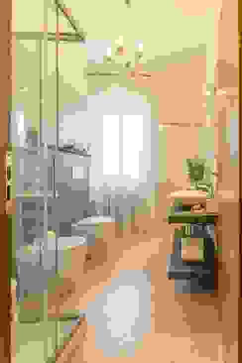 Airone, Home Staging per la Microricettività Anna Leone Architetto Home Stager Bagno minimalista
