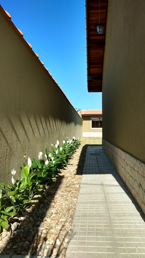 Sân trước by Richard Lima Arquitetura