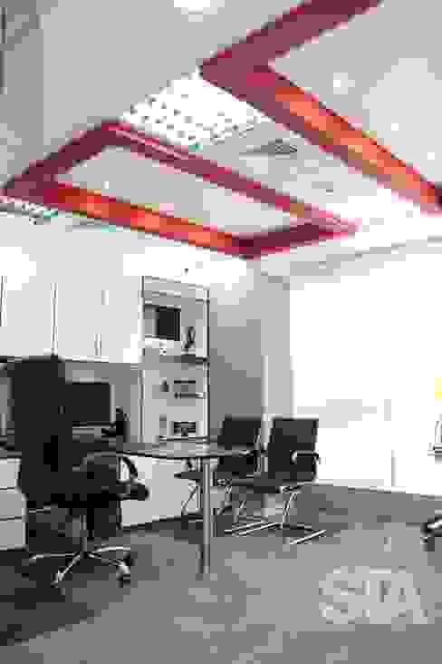 Consultorio Principal: Oficinas y Tiendas de estilo  por Soluciones Técnicas y de Arquitectura ,