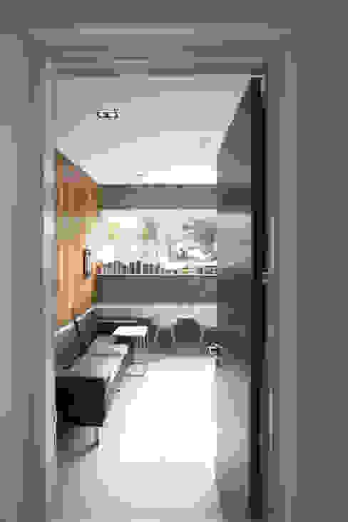 Cipaganti Studio House INK DESIGN STUDIO Pintu Grey