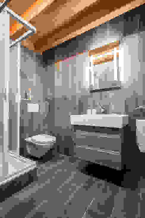 Bathroom Rustic style bathroom by Prestige Architects By Marco Braghiroli Rustic