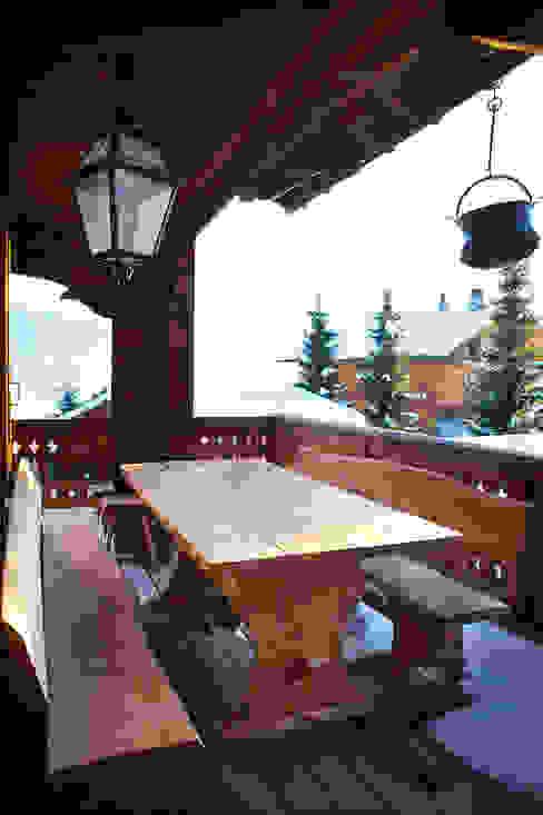 Terrace Rustic style balcony, veranda & terrace by Prestige Architects By Marco Braghiroli Rustic