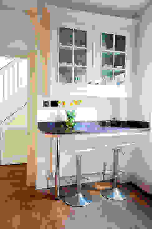 Kitchen Classic style kitchen by Prestige Architects By Marco Braghiroli Classic