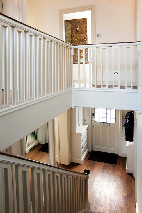 Hall and Staircase Classic style corridor, hallway and stairs by Prestige Architects By Marco Braghiroli Classic