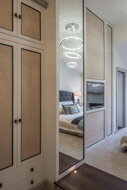 Bachelor Pad - Hyde Park Prestige Architects By Marco Braghiroli Classic style dressing room