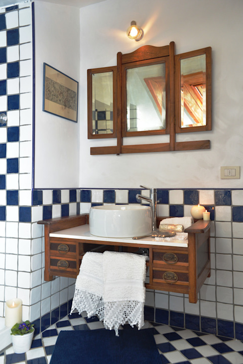 Home Atmosphere Baños de estilo clásico Cerámico Blanco