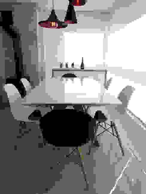 Apartamento da Ladeira: Salas de jantar  por COB Arquitetura e Design