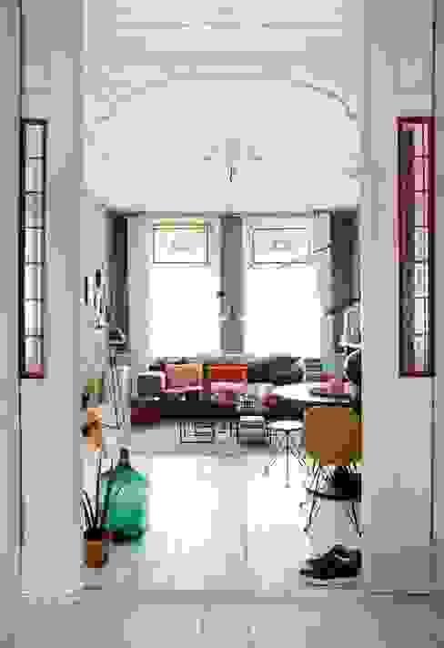 Woonkamer Eclectische woonkamers van FORM MAKERS interior - concept - design Eclectisch Gewapend beton