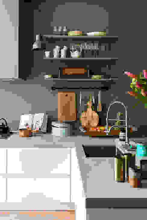 Küche von FORM MAKERS interior - concept - design, Ausgefallen Plastik