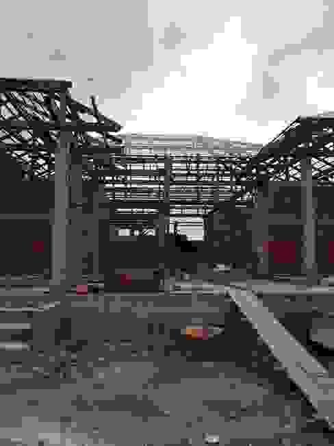 Rumah Klasik Oleh ช่างณีมิตรรับซ่อมบ้านออกแบบต่อเติมรับเหมาก่อสร้าง Klasik Ubin
