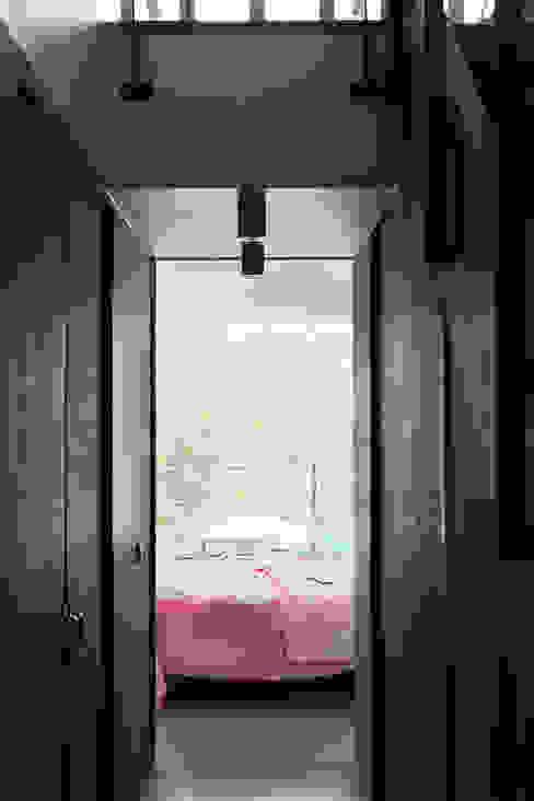 Modern Bedroom by BNLA architecten Modern
