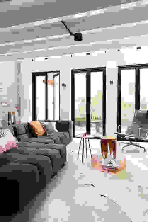 Modern Living Room by BNLA architecten Modern