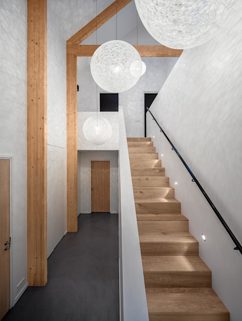 Couloir et hall d'entrée de style  par BNLA architecten, Moderne