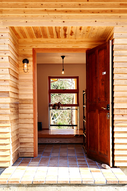 Country style doors by URBAN GEAR Country Wood Wood effect