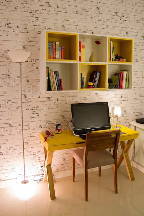 Seleto Studio Design de Interiores Modern style study/office Bricks Yellow
