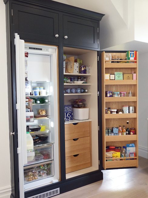 Pantry Cabinet with Fridge Modern kitchen by INGLISH DESIGN Modern