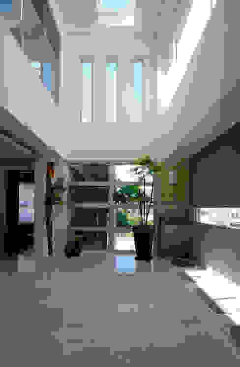 台南12號住宅 現代風玄關、走廊與階梯 根據 築青室內裝修有限公司 現代風