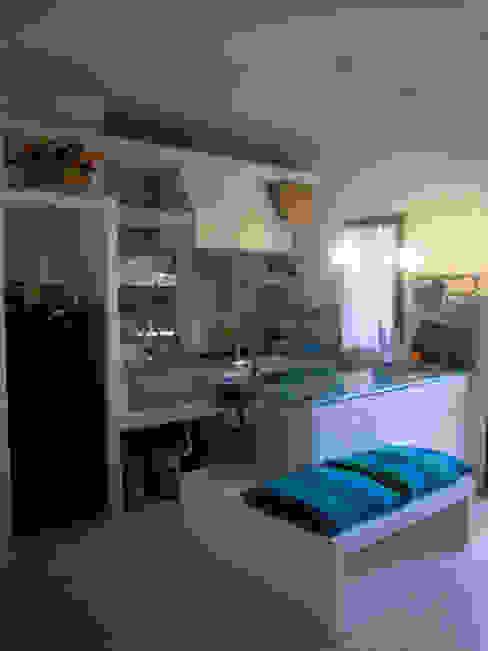 Nel blu dipinto di blu ... Livingreen S.r.l. - Architetto Barbara Tavoso Cucina attrezzata Laterizio Bianco