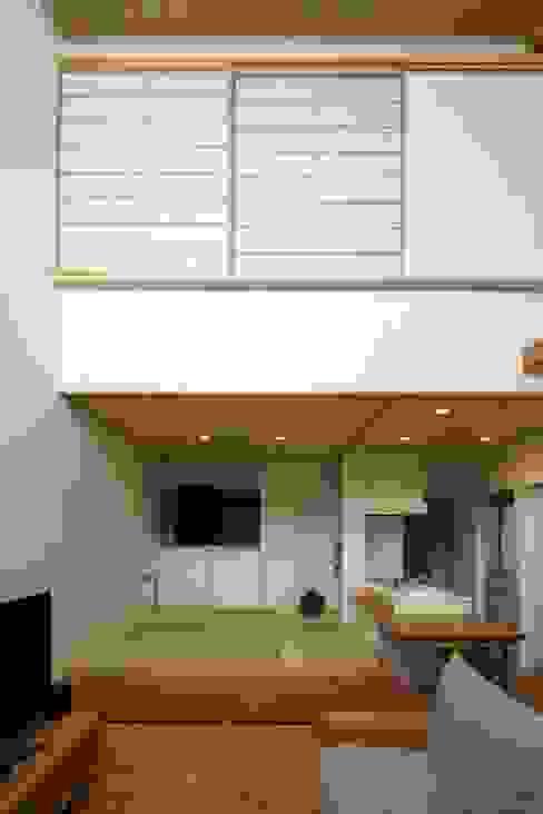 江戸川区K邸 オリジナルデザインの 多目的室 の スタジオ・スペース・クラフト一級建築士事務所 オリジナル 無垢材 多色