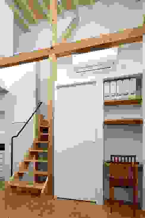 江戸川区K邸 オリジナルデザインの 書斎 の スタジオ・スペース・クラフト一級建築士事務所 オリジナル 無垢材 多色