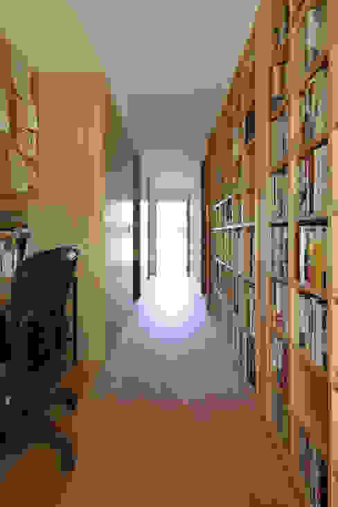 Modern Study Room and Home Office by 佐藤重徳建築設計事務所 Modern