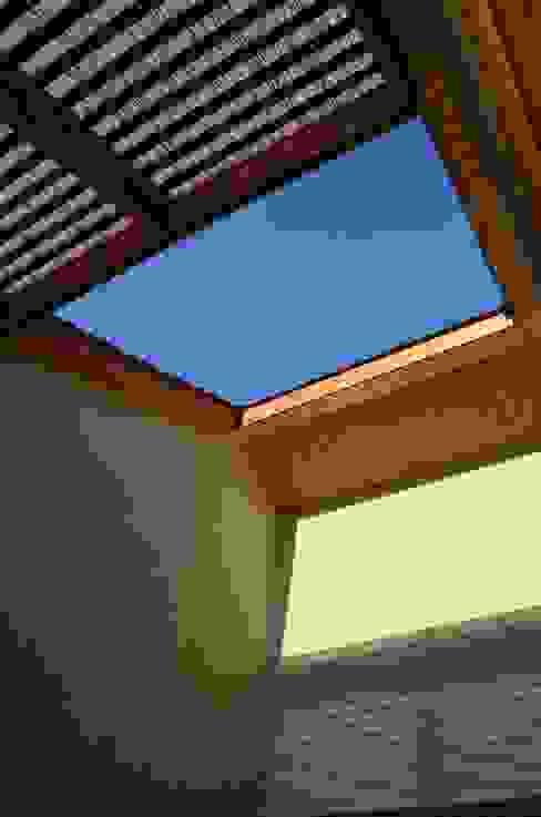 Nhà phong cách chiết trung bởi Qarquitectura Chiết trung