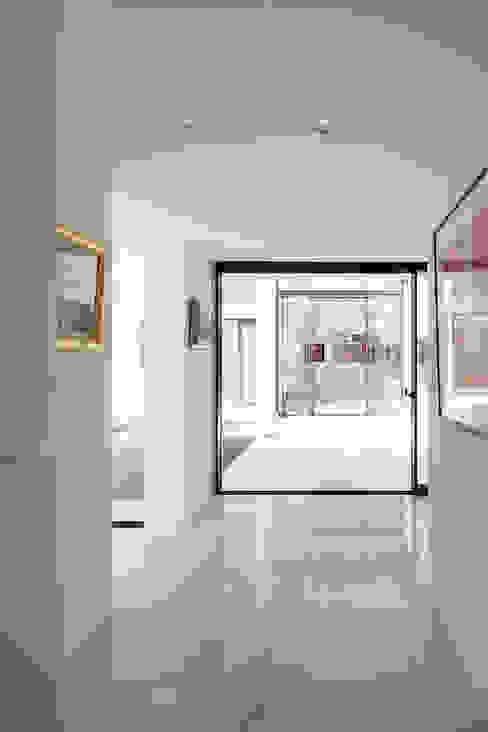 エントランス・ギャラリー ミニマルスタイルの 玄関&廊下&階段 の F.A.D.S. ミニマル
