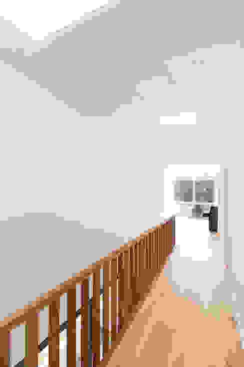 Wohnhaus D FFM-ARCHITEKTEN. Tovar + Tovar PartGmbB Moderner Flur, Diele & Treppenhaus