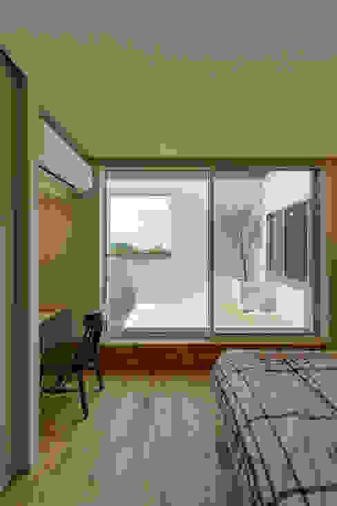 土と空と音と モダンスタイルの寝室 の エヌ スケッチ モダン