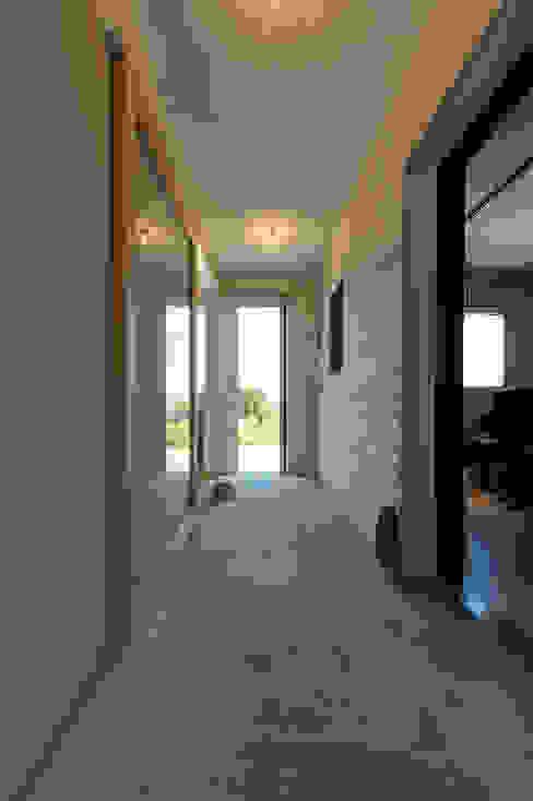 土と空と音と モダンスタイルの 玄関&廊下&階段 の エヌ スケッチ モダン