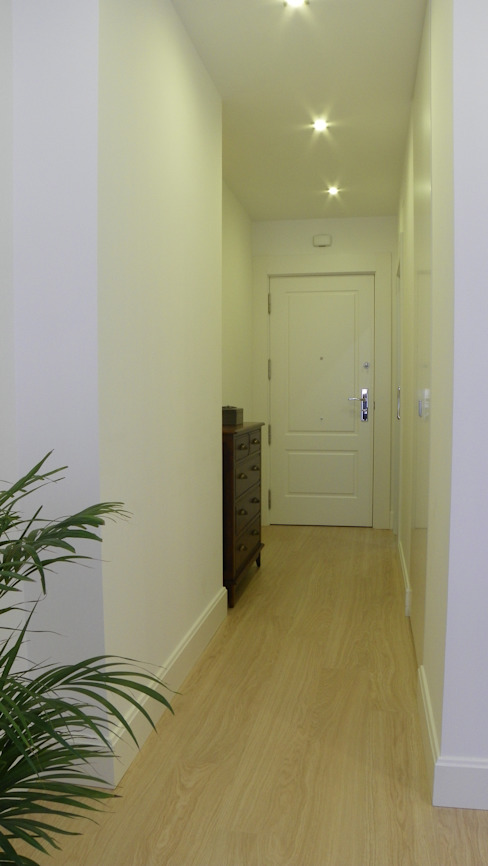 Koridor & Tangga Modern Oleh Arantxa Muru Decoradora Modern