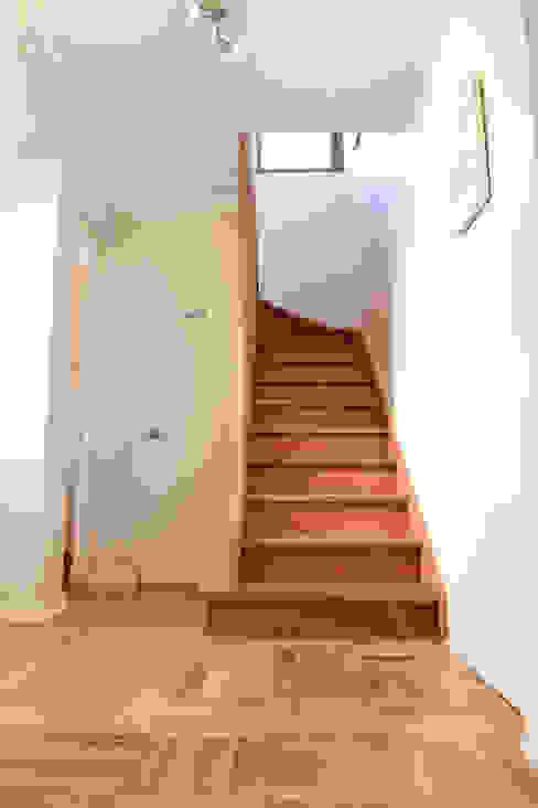 Remodelación Casa Matta Pasillos, vestíbulos y escaleras clásicas de ARCOP Arquitectura & Construcción Clásico
