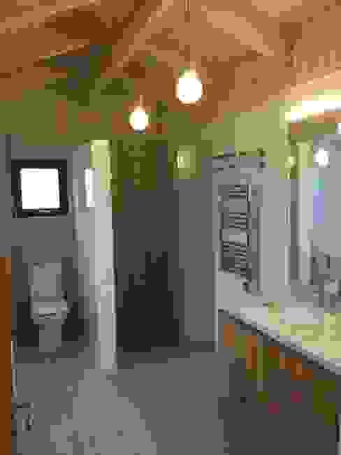 現代浴室設計點子、靈感&圖片 根據 ARCOP Arquitectura & Construcción 現代風