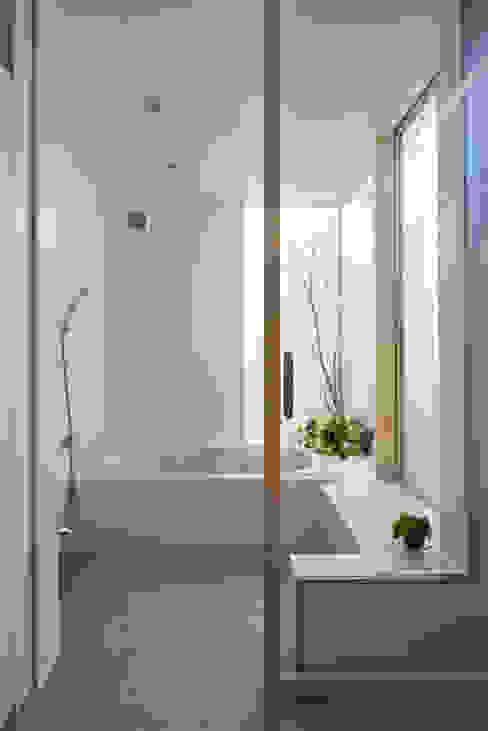 東本町の家 arc-d モダンスタイルの お風呂