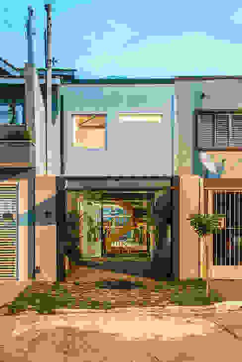 現代房屋設計點子、靈感 & 圖片 根據 ODVO Arquitetura e Urbanismo 現代風