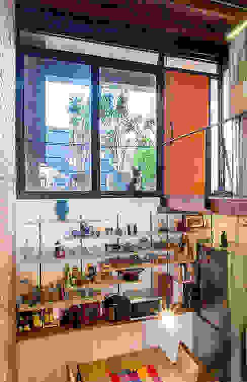 現代廚房設計點子、靈感&圖片 根據 ODVO Arquitetura e Urbanismo 現代風