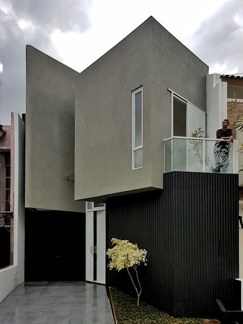 Single family home by Parametr Architecture,