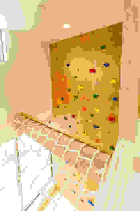 ボルダリング壁とアスレチックネット: 株式会社かんくう建築デザインが手掛けた子供部屋です。,オリジナル